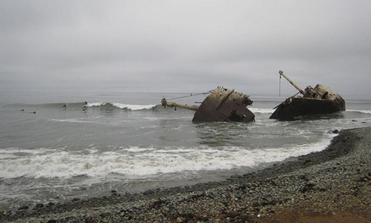 Ship Wrecks Surfing