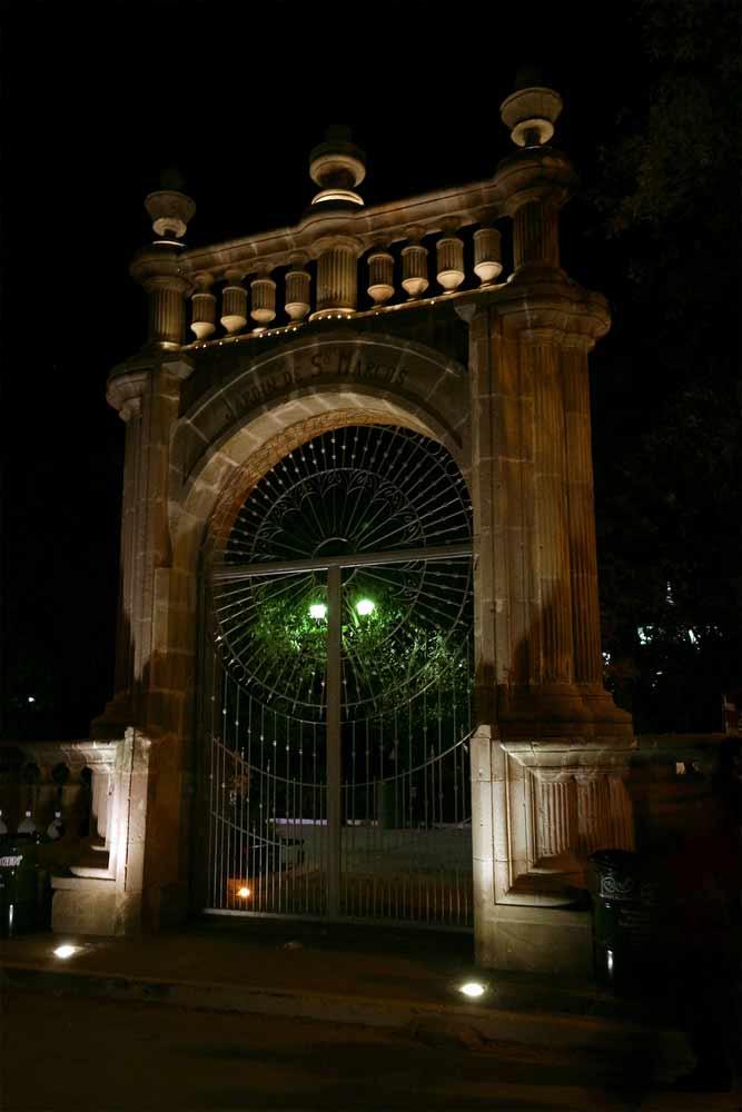 Puerta del Jardin de San Marcos