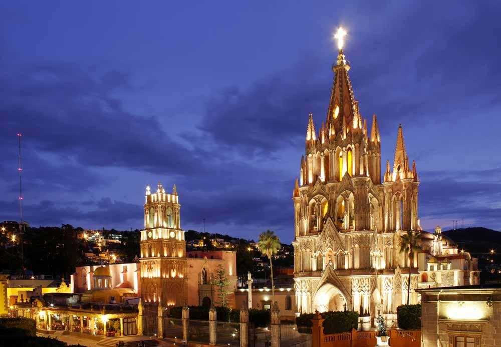 The La Parroquia and Templo de San Rafael on the main square of San Miguel de Allende in Mexico